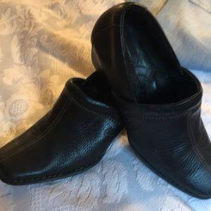 Sz 71/2 Born leather slip on 👟